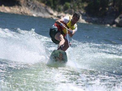 Ocio y Aventura en el Pantano de San Juan Wakeboard