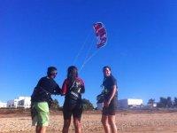 类iniciacion在沙滩上放风筝