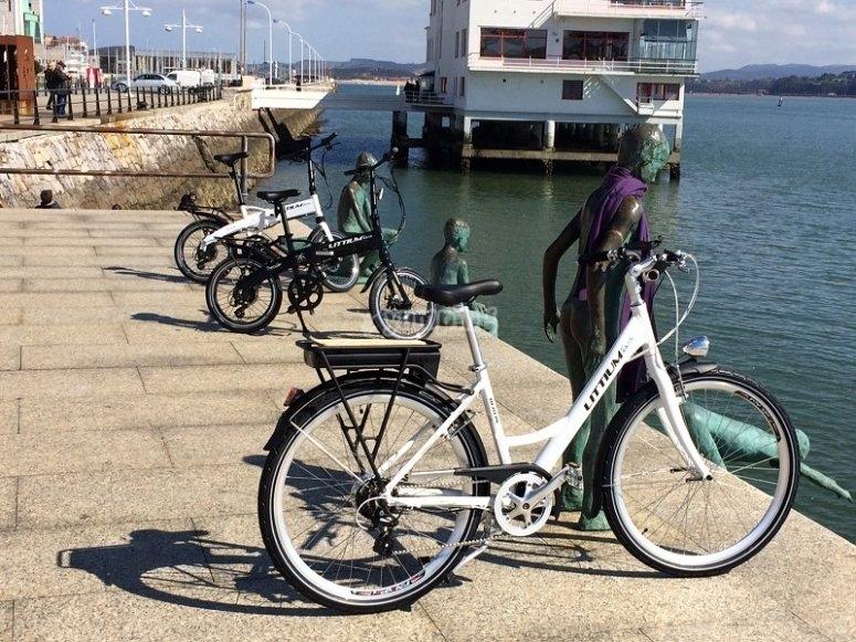 Bici electrica junto al mar