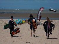 Caminando con el equipo de kite