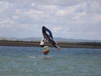 带箔板风筝冲浪