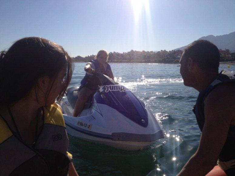Navegando en moto de agua