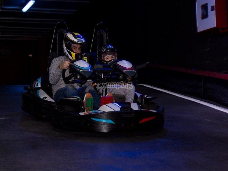 Kart de adulto y niño