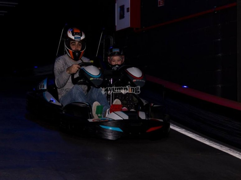 Drive the 2-seater kart