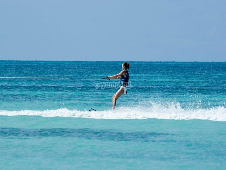 滑水地中海海岸