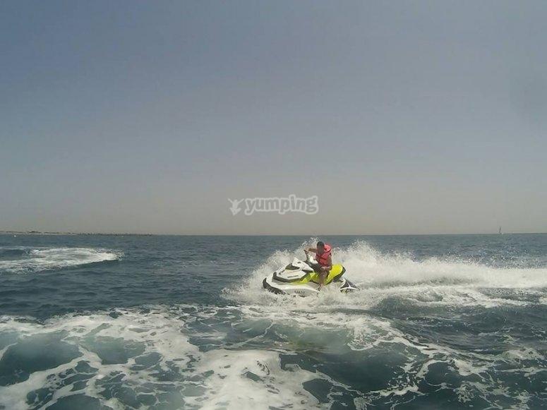 A toda velocidad en moto de agua