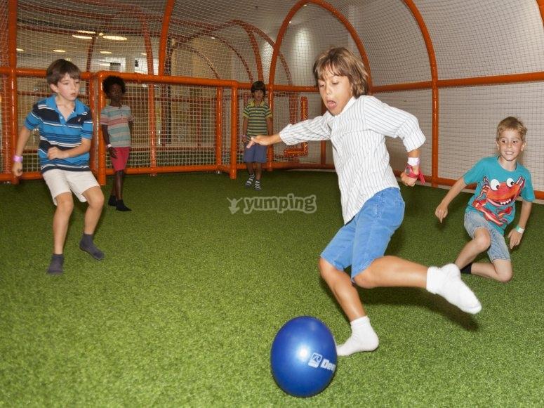 Futbol indoor en el parque