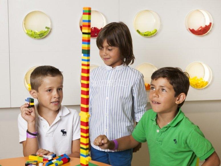 Jugando con piezas lego