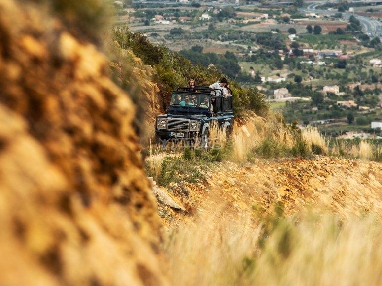 Land Rover por caminos forestales