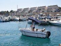 在Calafat的船出租