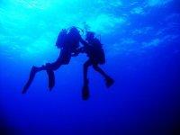 笑的照片夫妇潜水员