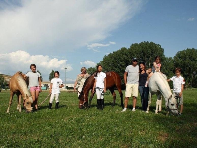 Grupo con los caballos