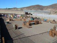 Campo con obstaculos de madera
