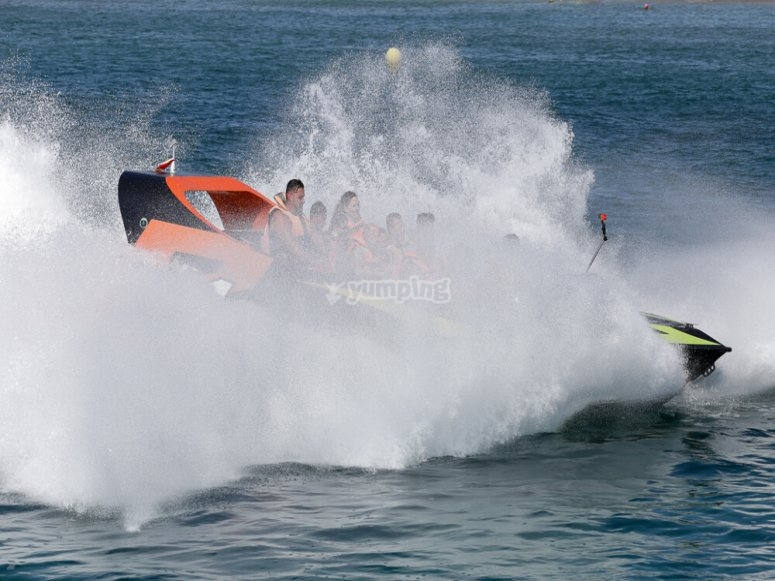 Speed boat en Bahía de Roses