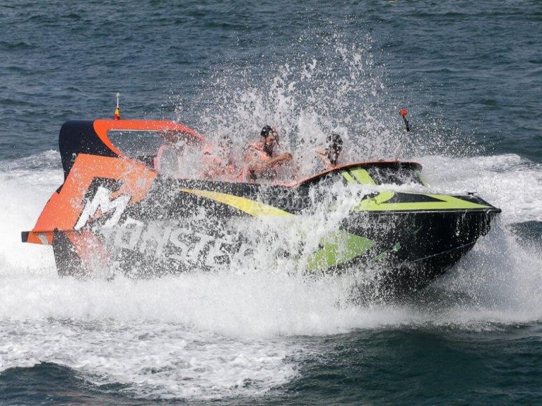 Paseo en una speed boat
