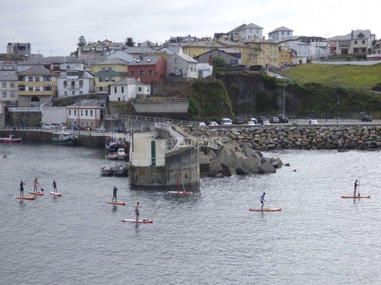 Puerto de Vega与桨冲浪