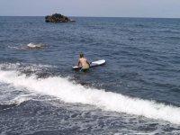 Entrando en el mar con la tabla
