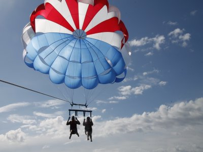 Flyfish individuale e pacchetto Parasailing in rose