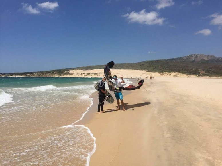 装备在沙滩上