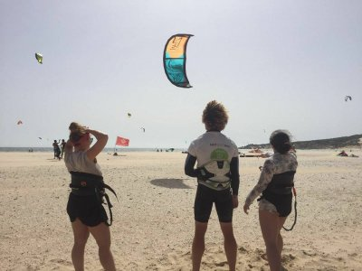 塔里法的半私人风筝冲浪2小时