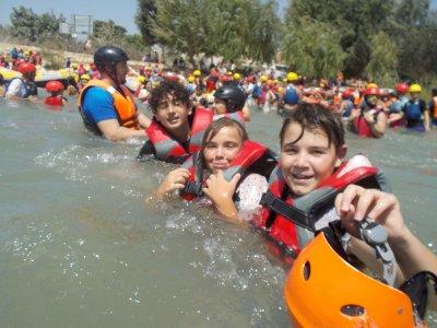 漂流塞古拉河14公里的儿童
