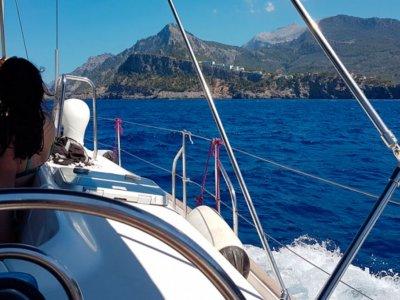 Navegar por las calas de Mallorca en velero 7 h