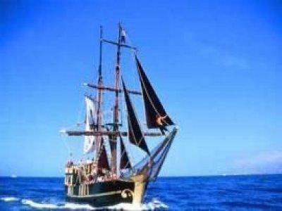 Goleta El Cid Paseos en Barco