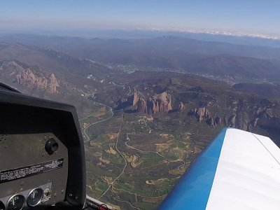 Aircraft Flight in Mallos de Riglos + HD Video