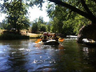 Hacer rafting en el Alto Cidacos grado III adultos