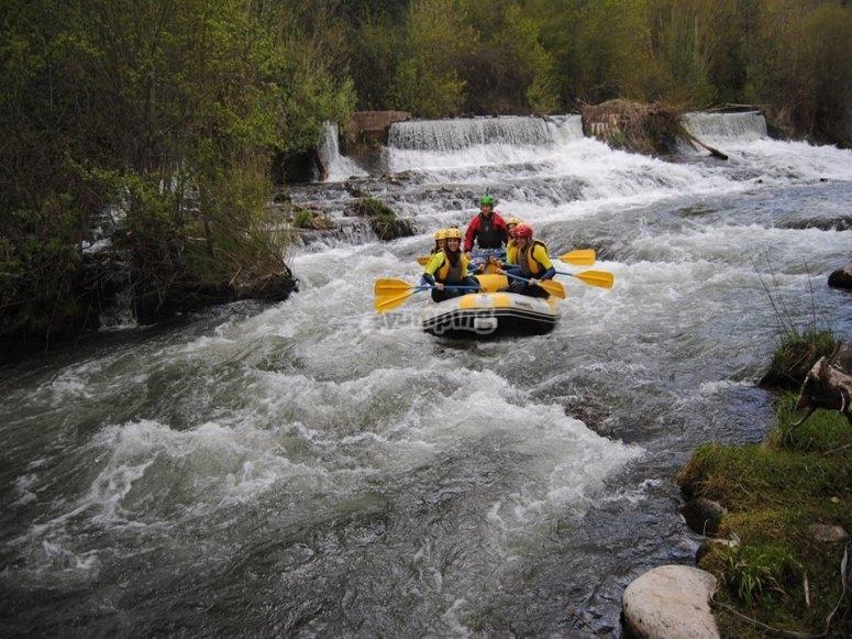Balsa en el rio