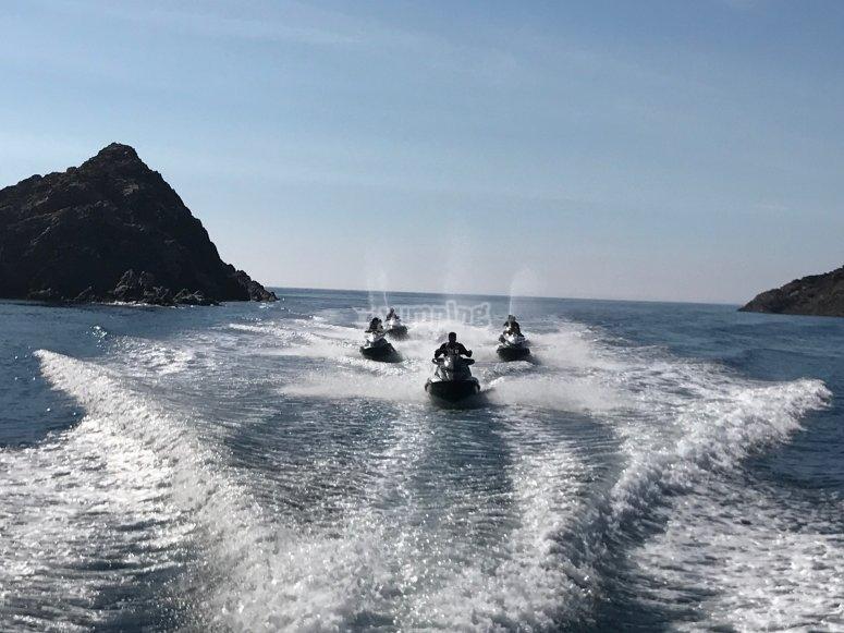 在地中海与朋友共度一天