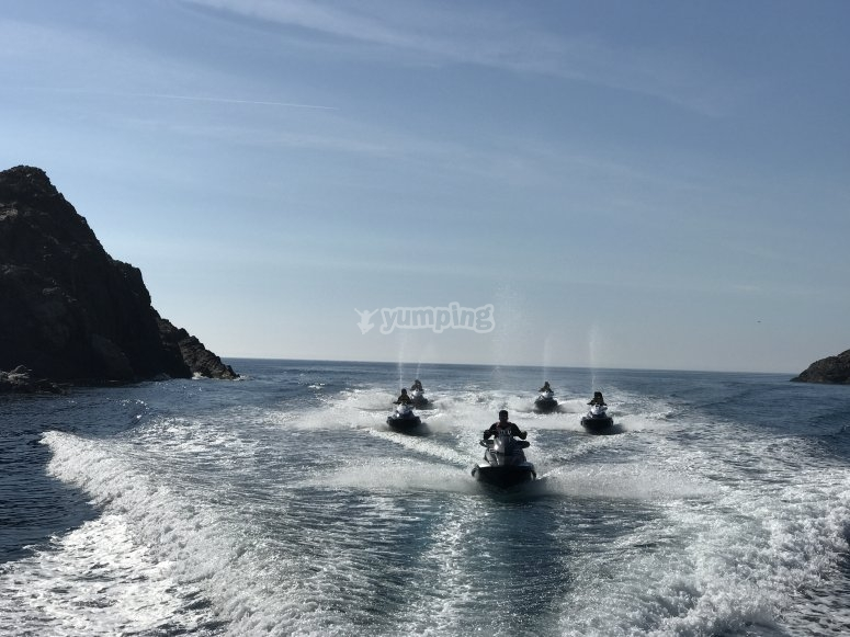 在Jet Ski -999游览 - 在地中海航行