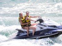 Conduce una moto de agua biplaza