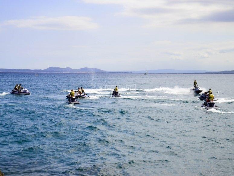 乘坐摩托艇骑地中海