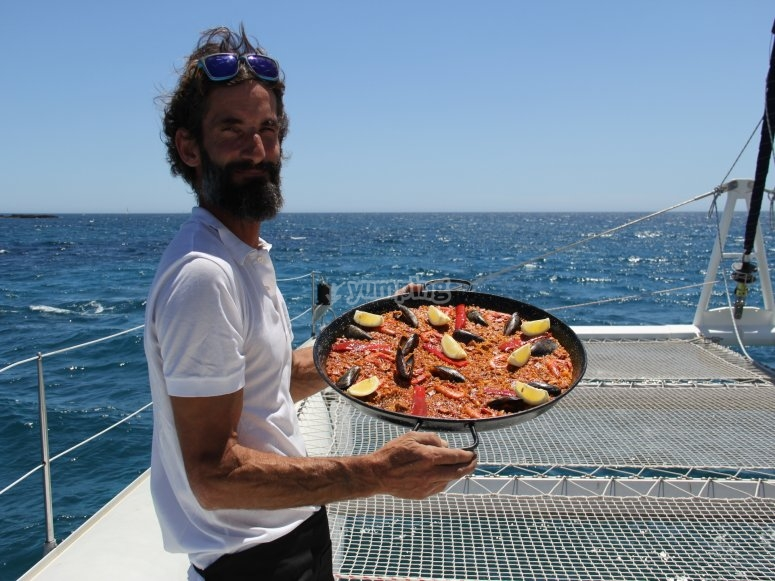 Una exquisita paella a bordo