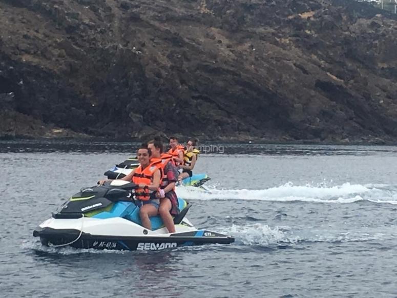 Motos de agua en el puerto del Carmen
