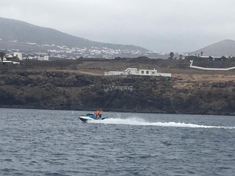 Conduciendo moto de agua en Lanzarote