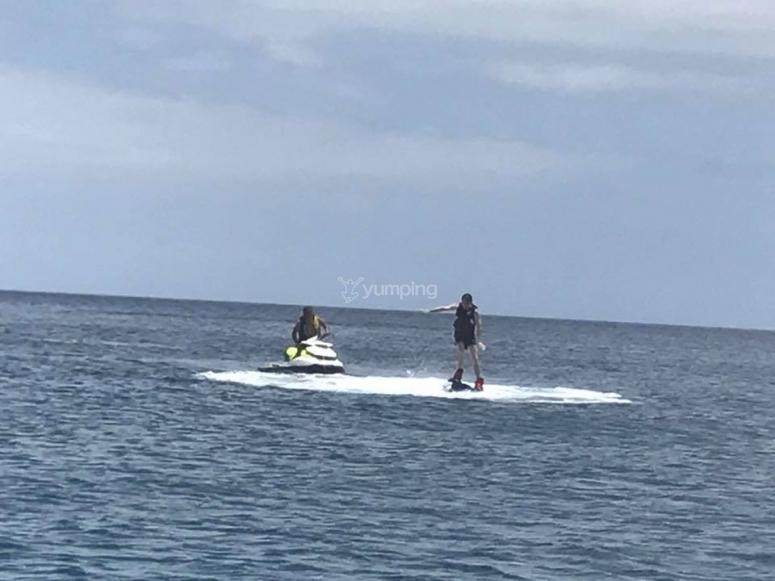 滑板和水上摩托艇