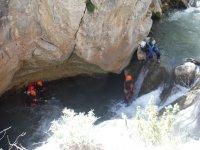 Saltos y toboganes en el barranco