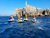 Bajo el faro de Santander con las motos de agua