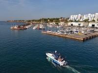 Navegando cerca del puerto