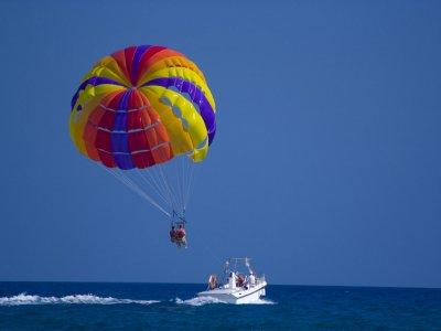在马贝拉滑翔伞15分钟