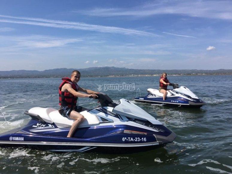Montar en moto acuatica