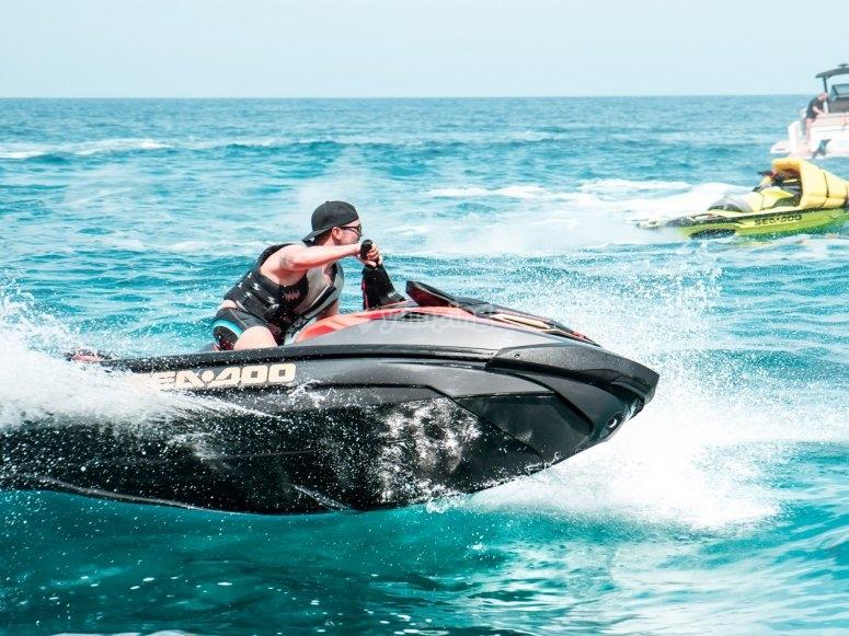 Moto de agua para teambuilding en Ibiza