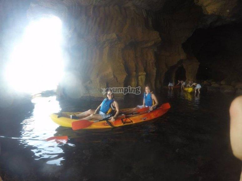 Kayak dentro de la cueva