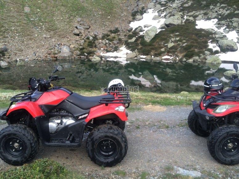 Nuestras quads por camino de piedra