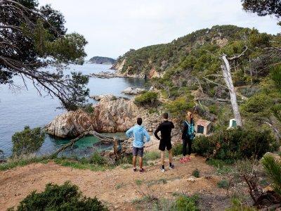 Senderismo y Snorkel Playa de Castell - Calella 4h