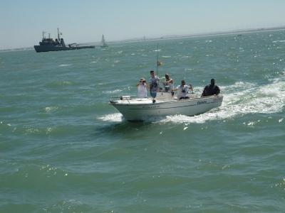 与船长BahíadeCádiz乘船4小时