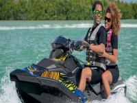 A bordo de la moto de agua biplaza