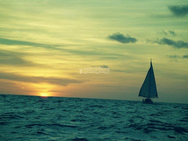 Puesta de sol a bordo de velero